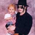 Ảnh tình cảm của cha con Michael Jackson
