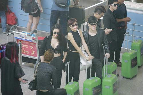 nathan lee om phuong mai tham thiet ngoai san bay - 4