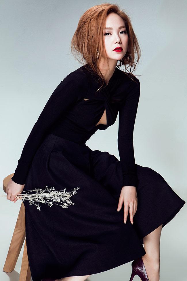 Nữ diễn viên, ca sĩ Minh Hằng gần đây liên tục thể hiện được phong độ thời trang ấn tượng, đẹp mắt và đầy sức sống.