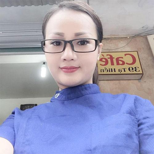 chan dung ba ngoai u40 nhay sung trong bar gay sot - 3