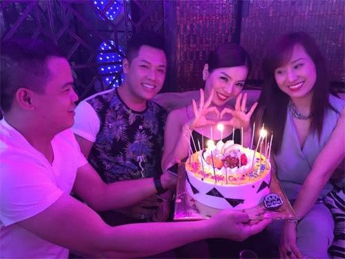Lệ Quyên hạnh phúc đón sinh nhật thứ 35 bên bạn bè-1