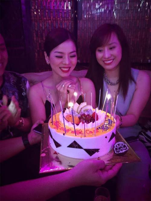 Lệ Quyên hạnh phúc đón sinh nhật thứ 35 bên bạn bè-2