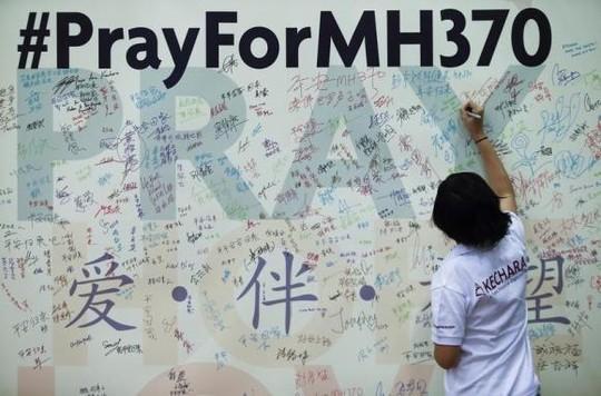 MH370 rơi cách khu vực tìm kiếm 5.000 km?-1