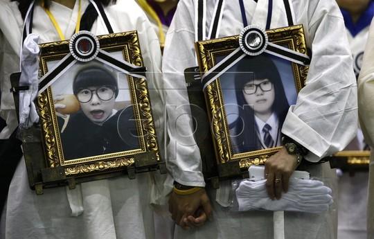 Chìm phà Sewol: Cha mẹ nạn nhân cạo đầu diễu hành 41 km-1