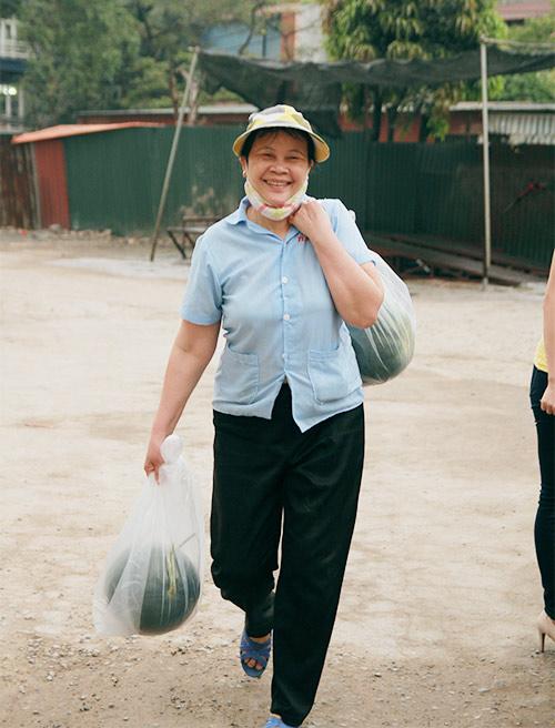 ha noi: chi 10 phut, dua hau quang nam da 'chay hang' - 14