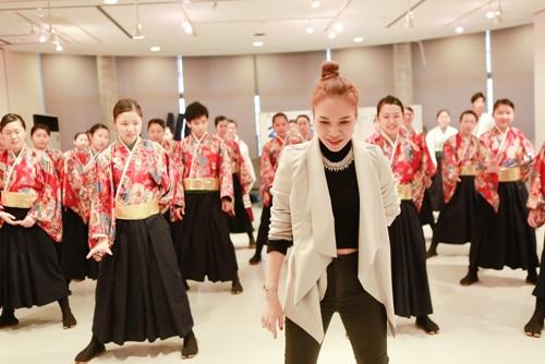 Mỹ Tâm dạy nhảy cho học sinh Nhật Bản-6