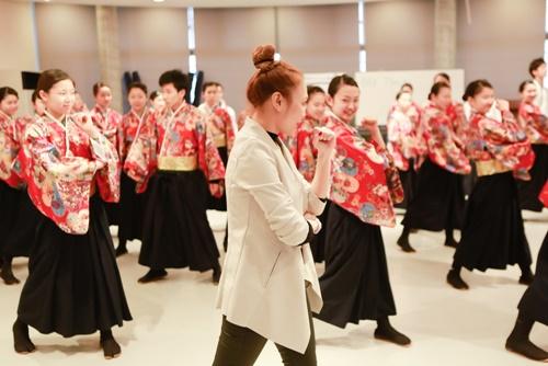 Mỹ Tâm dạy nhảy cho học sinh Nhật Bản-7