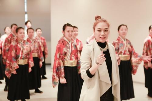Mỹ Tâm dạy nhảy cho học sinh Nhật Bản-9