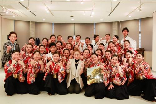 Mỹ Tâm dạy nhảy cho học sinh Nhật Bản-10