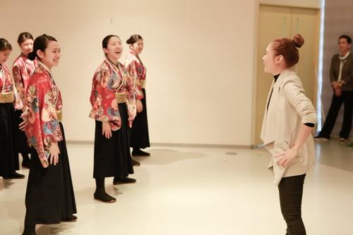Mỹ Tâm dạy nhảy cho học sinh Nhật Bản-5