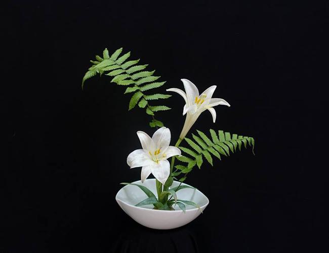 Bình hoa của chị Châu Đỗ cắm theo phong cách Ikebana Nhật Bản.