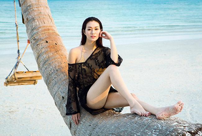 Mùa hè ngọt ngào bên bãi biển nắng vàng cùng với những gợi ý đồ tắm của Khánh My        Ekip : Stylist : Travis Nguyen  Photo : Thiên Minh  Fashion : Topshop , Bonjour