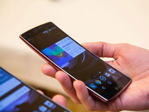4 mau smartphone man hinh cong doc dao dang ban tai viet nam - 1