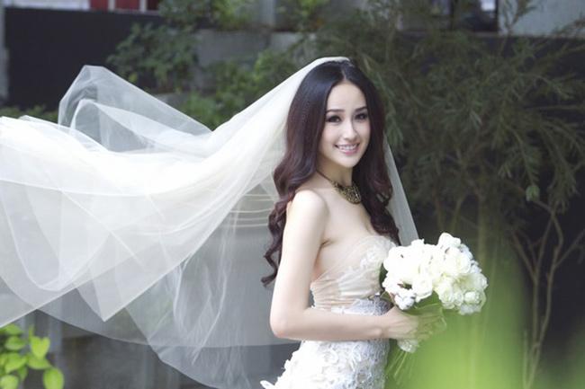 Hoa hậu Mai Phương Thuý xinh đẹp lộng lẫy trong hình ảnh trang phục cưới xuyên thấu