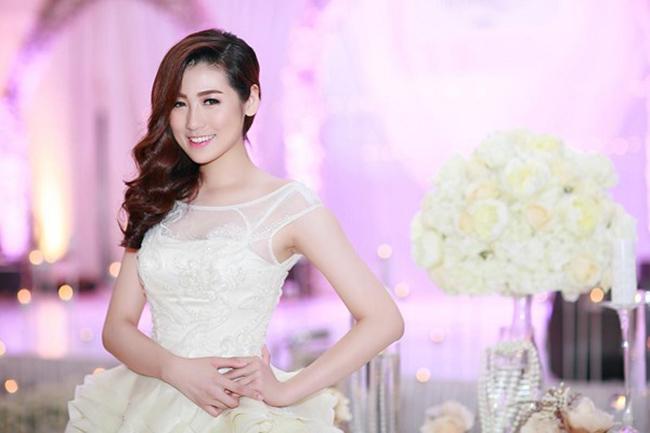 Á hậu Tú Anh cũng là gương mặt được các nhà thiết kế áo cưới trong nước yêu thích gửi gắm cô trình diễn những mẫu mới nhất