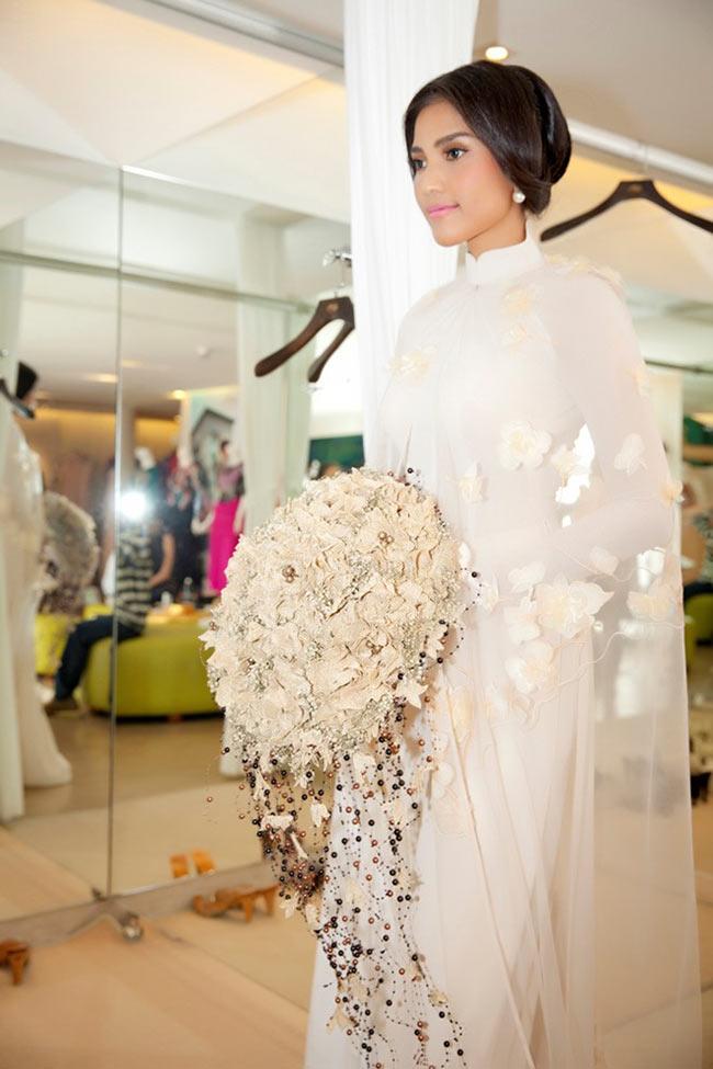 Hoa hậu Trương Thị May thường có những hình ảnh mặc váy cưới trên sàn diễn thời trang.