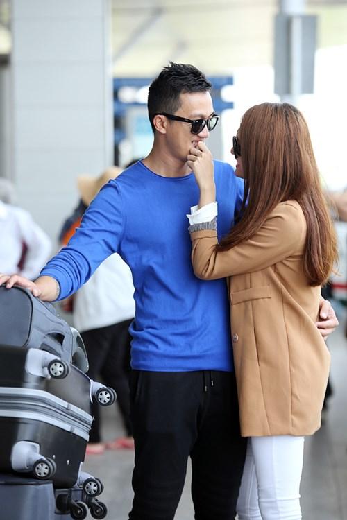 huong giang idol hon ban trai viet kieu tai san bay - 6
