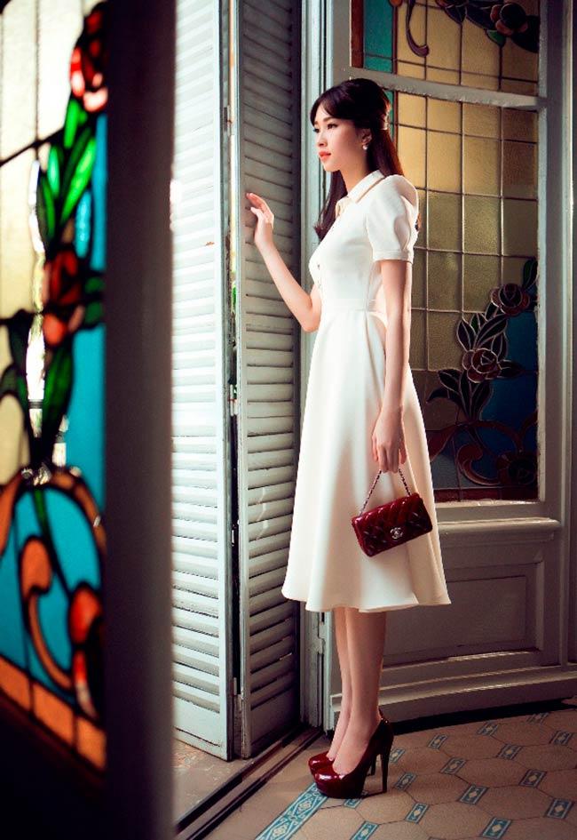 Hoa hậu Đặng Thu Thảo đã chọn bộ sưu tập mới nhất củaNhà Thiết Kế Lê Thanh Hòa mặc trong bộ ảnh mới của cô.