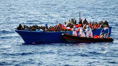 lat thuyen ngoai khoi libya, 700 nguoi co the da thiet mang - 1