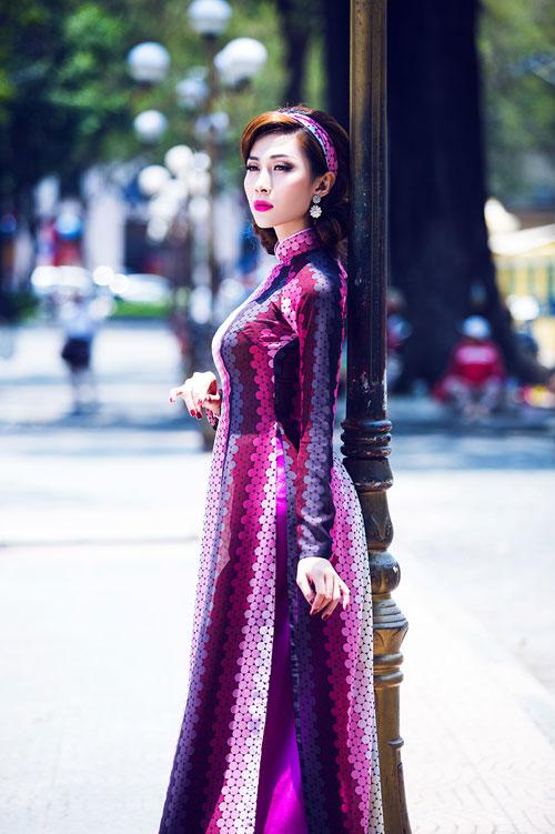 nguoi mau chuyen gioi dien ao dai van 'cong' - 6