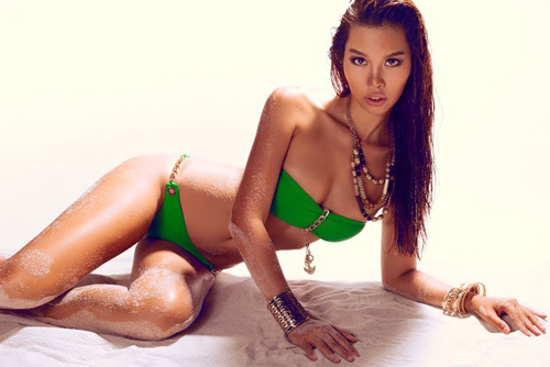 ha anh dien bikini bong chay khoe eo 58cm - 5
