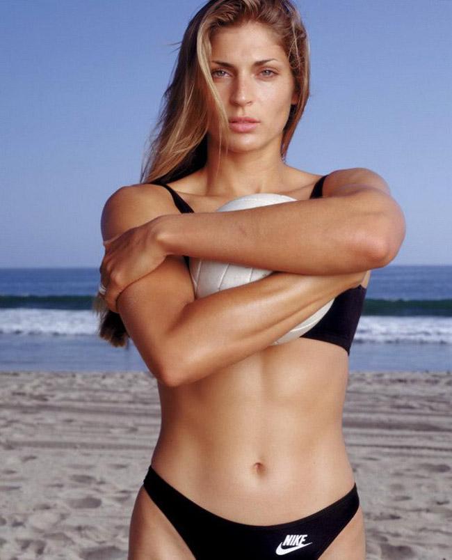 Gabrielle Antiruisi không chỉ là vận động viên bóng chuyền bãi biển mà còn là một người mẫu thời trang và một diễn viên. Cô chơi bóng chuyền tại Đại học Florida. Năm 1997, cô vào học trườngFloridaSports Hall of Fame. Thân hình đẹp giúpGabrielle thành công trong sự nghiệp người mẫu và diễn viên.