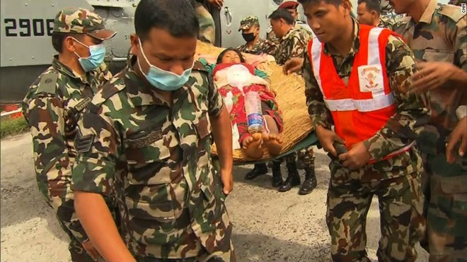tham hoa dong dat nepal: bac si dung nam dam cuu nguoi - 1