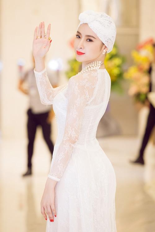 angela phuong trinh gay chu y voi ve quyen ru day bi an - 10