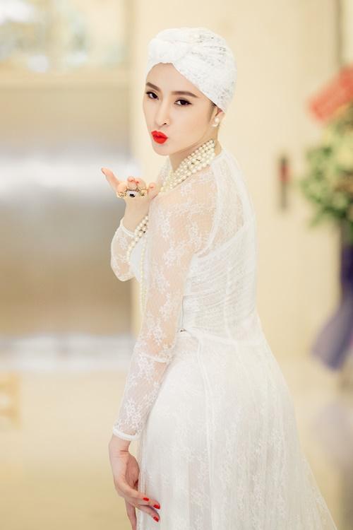angela phuong trinh gay chu y voi ve quyen ru day bi an - 11