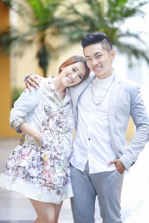 phan hien om chat khanh thi day tinh cam - 2