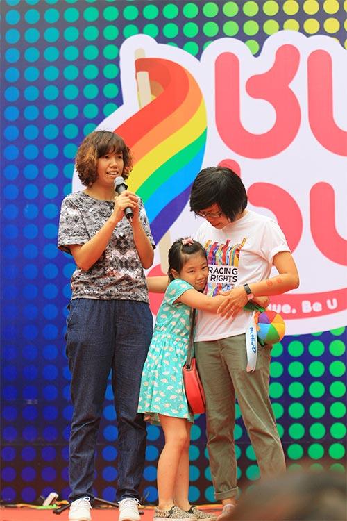 hang tram ban tre nhay flashmob ung ho nguoi dong tinh - 8
