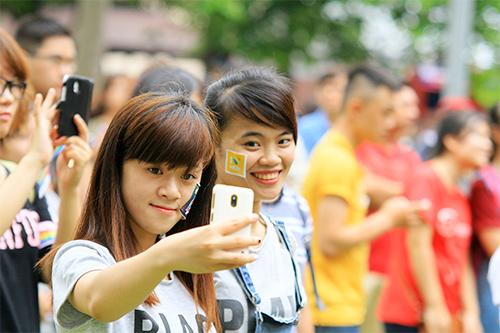 hang tram ban tre nhay flashmob ung ho nguoi dong tinh - 14