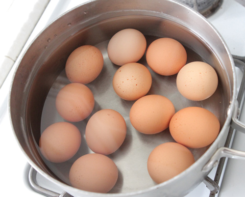 Làm thế nào để bóc trứng luộc dễ dàng?-2