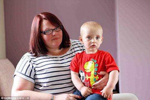 Thêm một bà mẹ phát hiện con ung thư nhờ ảnh chụp iphone-3