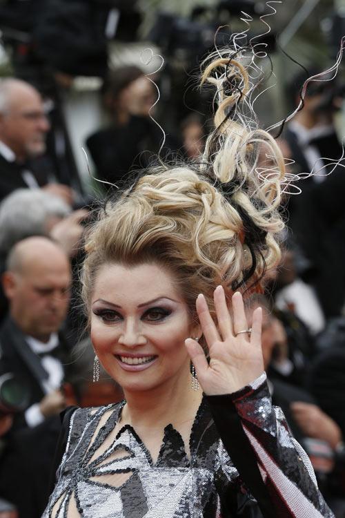 """Cười té ghế với """"thảm họa"""" tóc của sao Nga tại Cannes-14"""