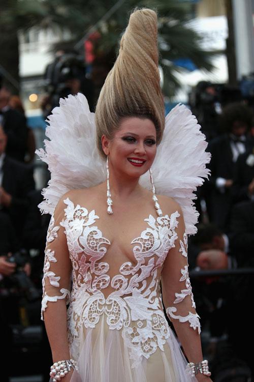 """Cười té ghế với """"thảm họa"""" tóc của sao Nga tại Cannes-2"""