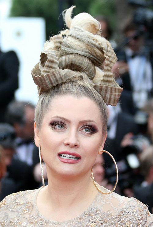 """Cười té ghế với """"thảm họa"""" tóc của sao Nga tại Cannes-5"""