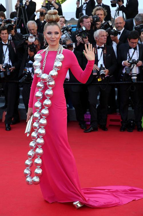 """Cười té ghế với """"thảm họa"""" tóc của sao Nga tại Cannes-6"""
