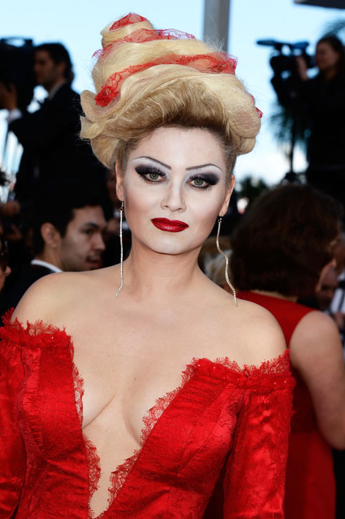 """Cười té ghế với """"thảm họa"""" tóc của sao Nga tại Cannes-12"""