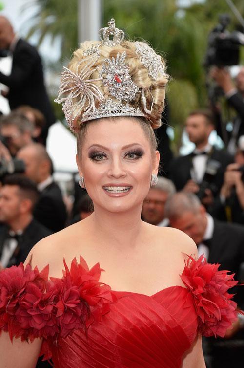 """Cười té ghế với """"thảm họa"""" tóc của sao Nga tại Cannes-8"""