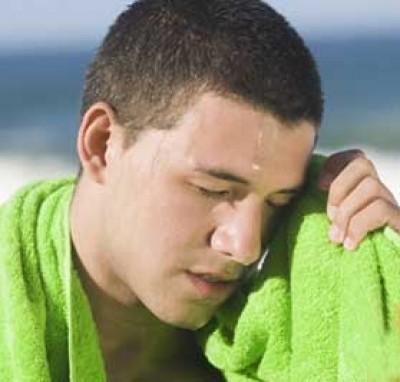 Làm sao để hạn chế mồ hôi dầu trong ngày hè oi bức?-1