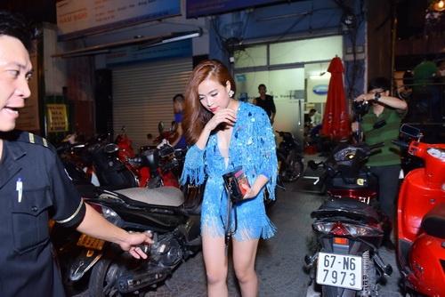 """Hoàng Thùy Linh khoe vũ đạo """"bốc lửa"""" tại TP.HCM-9"""