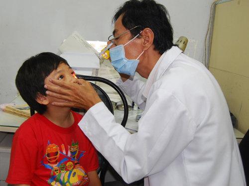 Mẹo trị đau mắt đỏ nhanh khỏi cho con trong mùa dịch-1