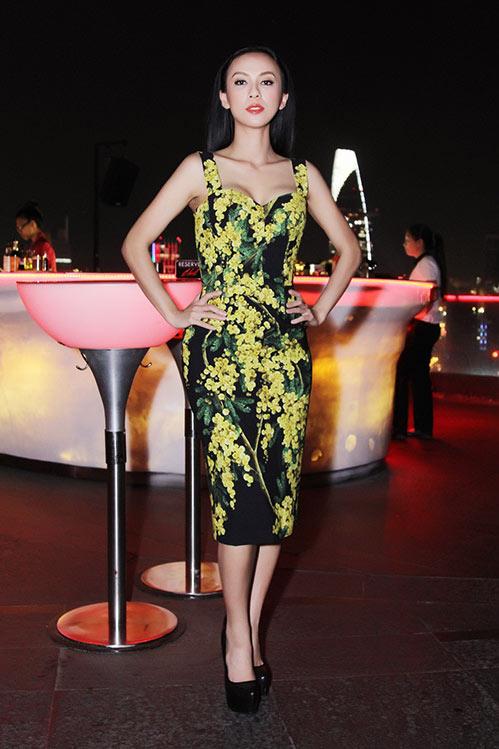 Huyền Ny gợi cảm diện váy 60 triệu đi tiệc-1