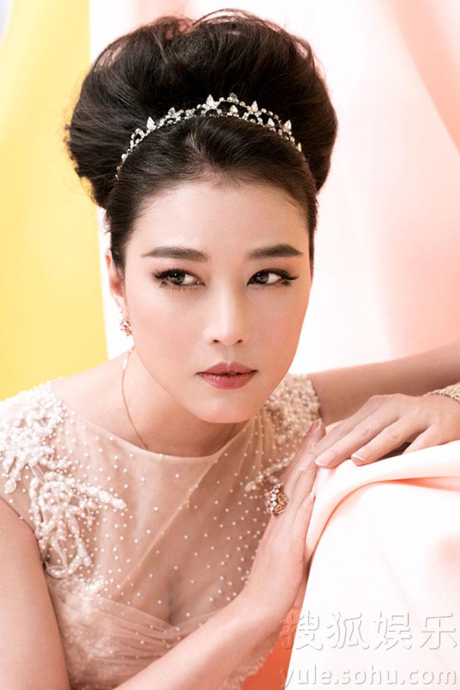 Người đẹp luôn rạng rỡ và trẻ trung trước sự khắc nghiệt của dòng thời gian.