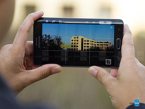 9 smartphone cao cap ho tro the nho microsd - 4