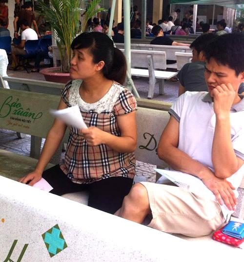 """nang nong, me bau """"toat mo hoi hot"""" cho kham thai - 7"""