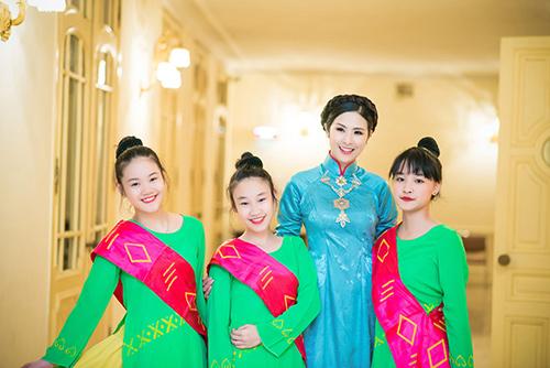 hoa hau ngoc han dien ao dai cung dinh lam mc - 1