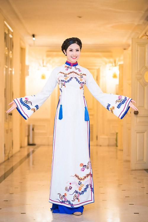 hoa hau ngoc han dien ao dai cung dinh lam mc - 10