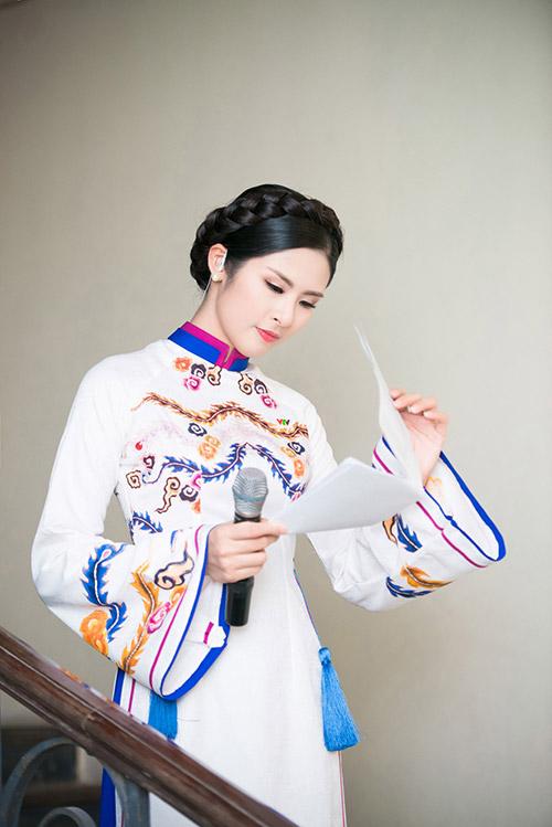 hoa hau ngoc han dien ao dai cung dinh lam mc - 11
